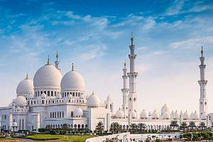 tour of sheikh zayed grand mosque on a private abu dhabi city tour from ras al khaimah